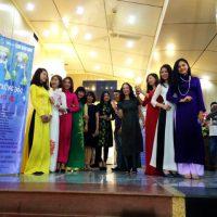 ベトナム青年劇場の女性たちのお迎え